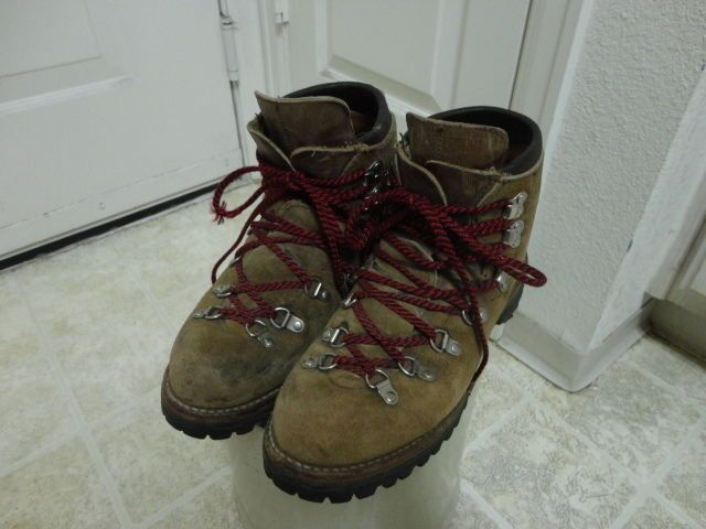 VINTAGE 70'S VASQUE HIKING BOOTS GREAT CONDITION RARE #VASQUE #HikingTrail