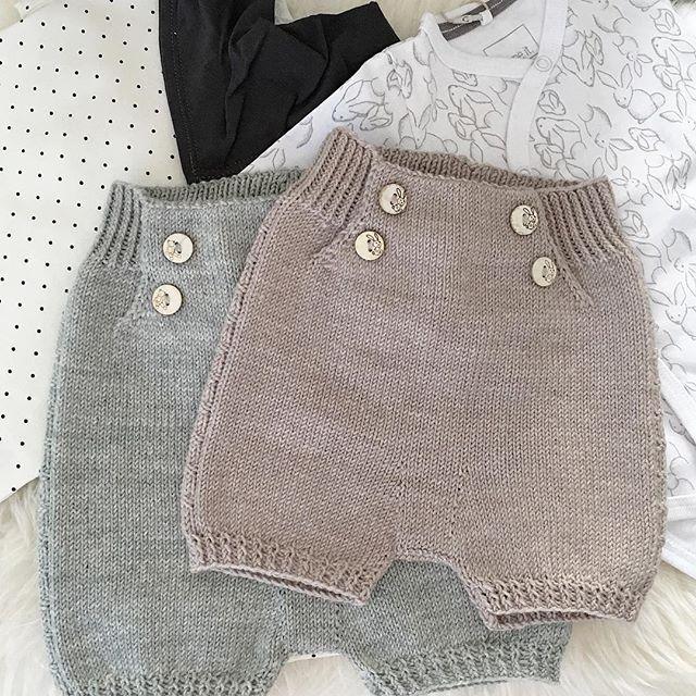 To små shortser ferdig #skjønnas-shorts #klompelompe #drops #barnebarn #strikkedilla #strikkeglede #strikktilbaby #instastrikk #strikkeinspo #strikkeinstagram #strikkeinspirasjon #strikkesida