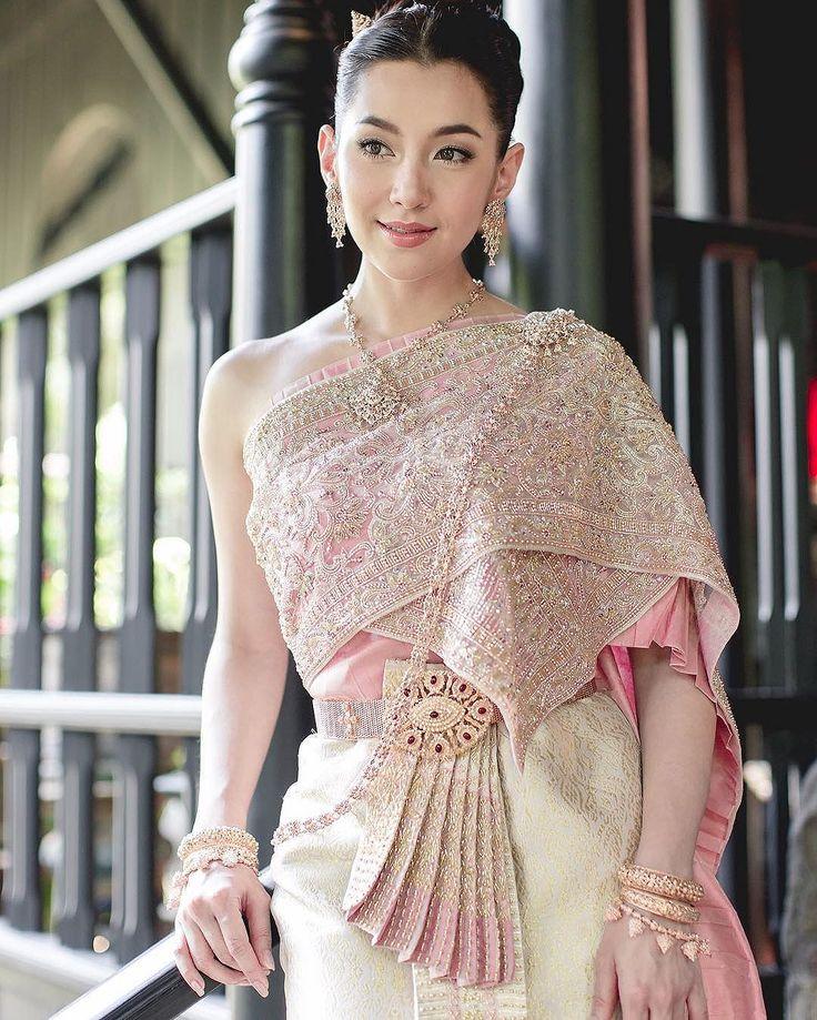 """""""งามอย่างไทย"""" รวมภาพสุดงดงามของเหล่าซุปตาร์ในชุดไทย"""