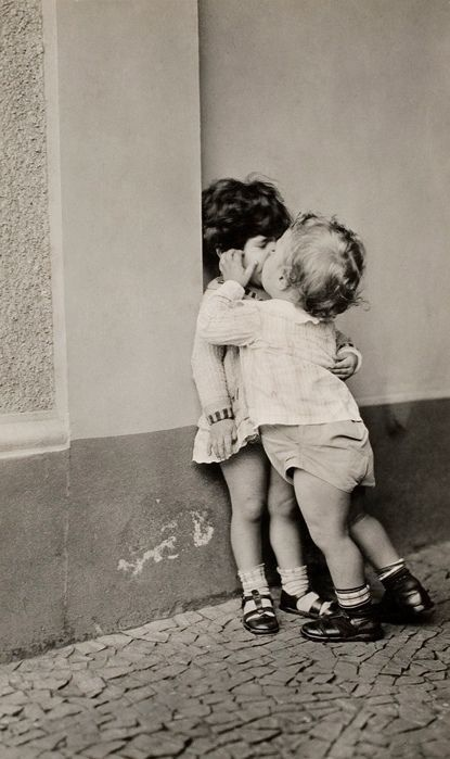 reminds me of Daisy...will hug and kiss anyone at the mo. Vintage photo of kids kissing
