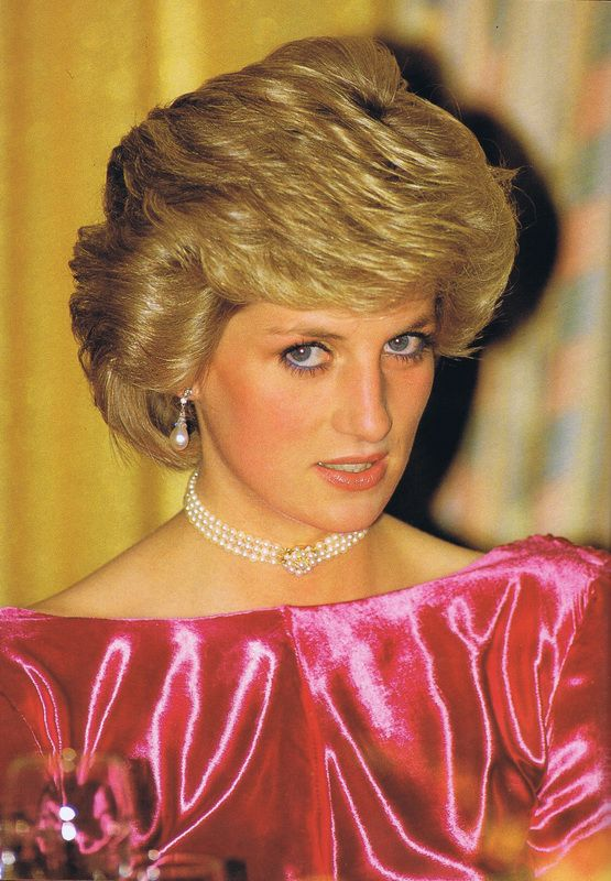 November 12, 1985: Princess Diana arrives for a dinner at the Breakers Hotel in Palm Beach, Florida. The dinner is in honor of Dr. Armand Hammer, Chairman of the Board of Occidental Petroleum and honorary board chairman of Armand Hammer United World College.