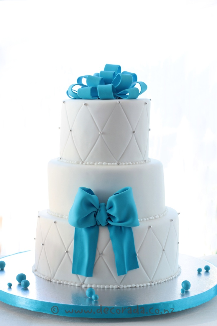 turquoise and white wedding cake with diamonds silver diamonds wedding cake cakes silver 21301
