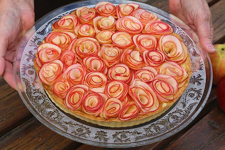 Une tarte aux pommes qui a fait le tour de la blogosphère gourmande grâce à l'esprit poétique de M. Alain Passard, mon petit côté poétique à moi me l'a fait dédier à M. Pierre de Ronsard dont le merveilleux poème « Mignonne allons voir si la rose, qui ce matin avait déclose sa robe de pourpre au soleil… » m'est toujours resté en mémoire.