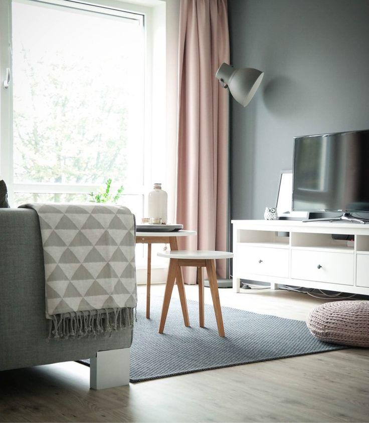 Binnenkijken bij iinge - Pastel + grijze woonkamer <3 roze gordijnen!