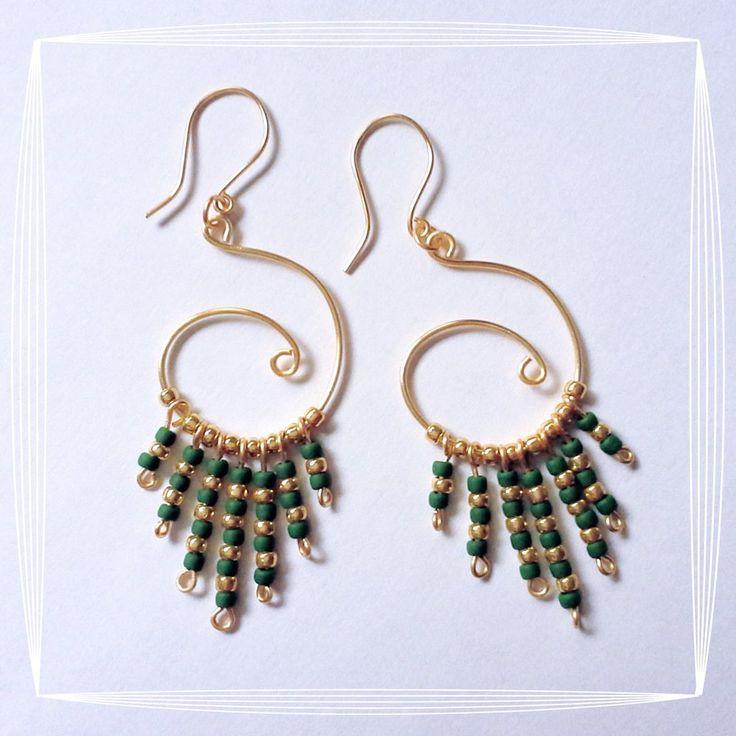 Orecchini wire cerchio oro perline verdi, by Zeudi Creazioni, 12,99 € su misshobby.com