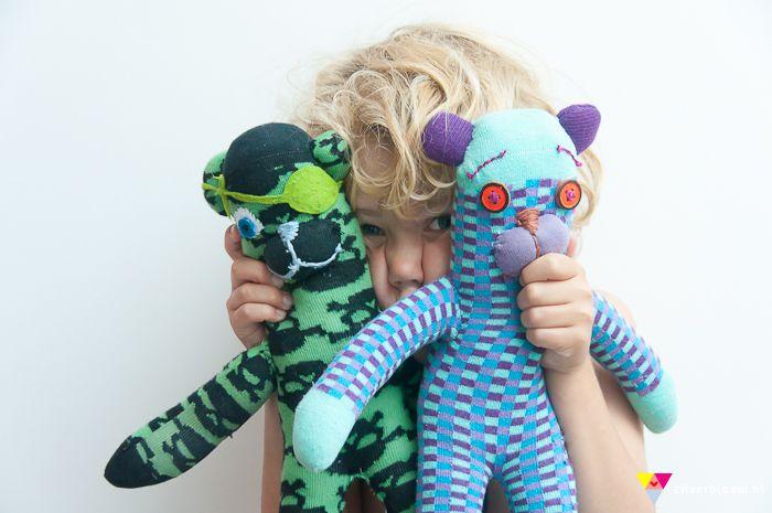 DIY sock bear + Wolf | zilverblauw.nlDiy Socks, Crafts Ideas, Happy Socks, Diy Bears, Diy Dolls And Toys, Socks Monkeys, Socks Animal, Socks Bears, Plush Toys