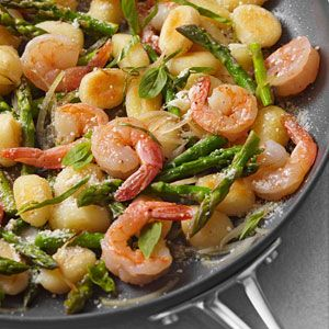 The gnocchi cooks right in the skillet, along with shrimp, shallots, asparagus, and Parmesan cheese, in this gnocchi recipe. Look for shelf-stable gnocchi near other pasta. Serve with baby arugula salad with vinaigrette and a glass of Pinot Grigio.: Skillet Gnocchi, Fun Recipes, Shrimp, Food, Dinners, Dinner Recipes, Asparagus, Skillets, Skillet Dinner
