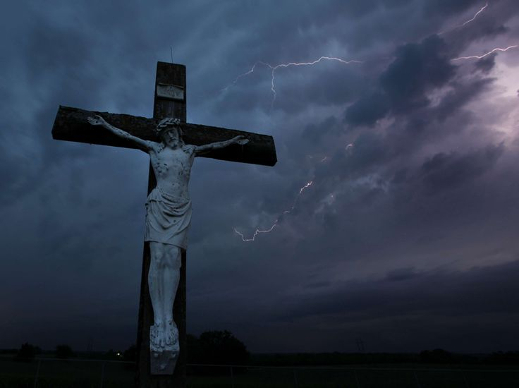 Dieu nous garde de la colère du ciel Photo prise dans un cimetière près d'Easton, dans l'Etat américain du Kansas, le 21 mai 2011. (Charlie Riedel/AP/SIPA)