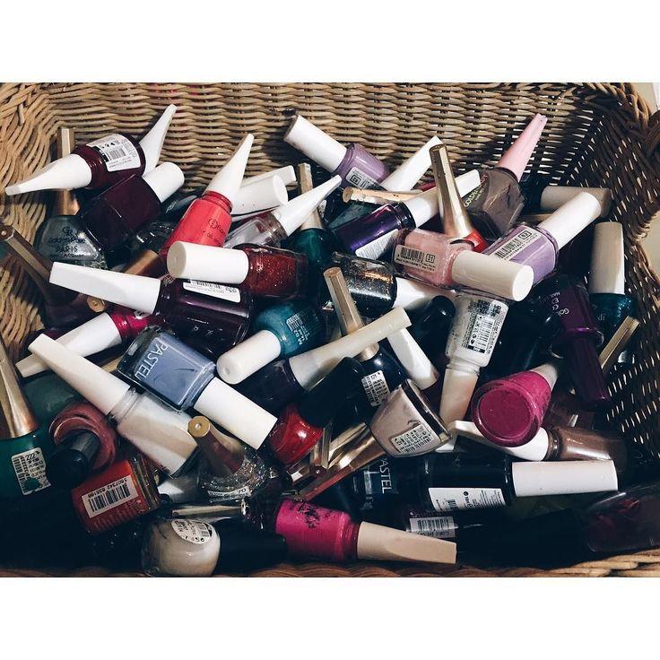 My nailpolishes are in a chaotic circumstanceI need to organize them as soon as possible what about yours?  Ojelerim korkunç şartlar altında Acilen düzenlemeliyim #oje #makeup #cosmetics #girlythings #güzeleller #makyaj #ojesizgezmeyenlerkulübü #nailart #woman #cool #girlygirl #surprise #nailcolour #glitternails #prettynails #naturalnails #beautifulnails #sparklynails #kozmetik #bakım #güzellik #ojesizgezmeyenlerkulübü #güzeleller #girlythings #cosmetics #nailart #oje #makyaj #faceoftheday…