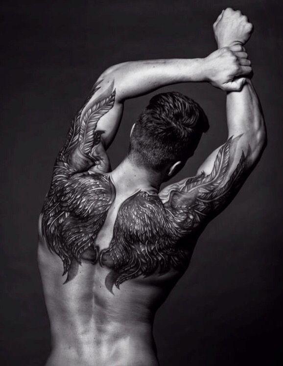 guys whit tattoos <3