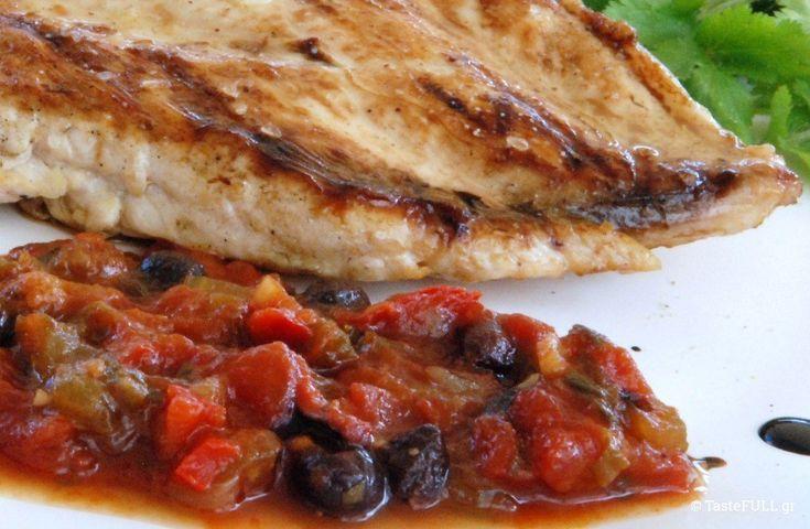 Εκτός από την έτοιμη σάλτσα τομάτας που ετοιμάζω για τον χειμώνα, σκέφτηκα πως μια γλυκόξινη σάλτσα μπαίνει επίσης σε βάζα, διατηρείται για καιρό και ταξιδεύει στα Γιάννενα! Συνοδεύει με διαφορετική γεύση κάθε ψητό σχάρας ή υπόλοιπο ψητό κοτόπουλο φούρνου αλλά είναι και γρήγορη λύση φαγητού με ψωμί και τυρί ή παρέα με τηγανητά αυγά. Η …
