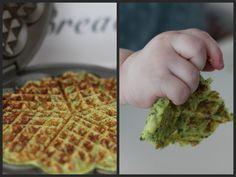 Schnelle herzhafte Waffeln mit Kartoffeln und Brokkoli