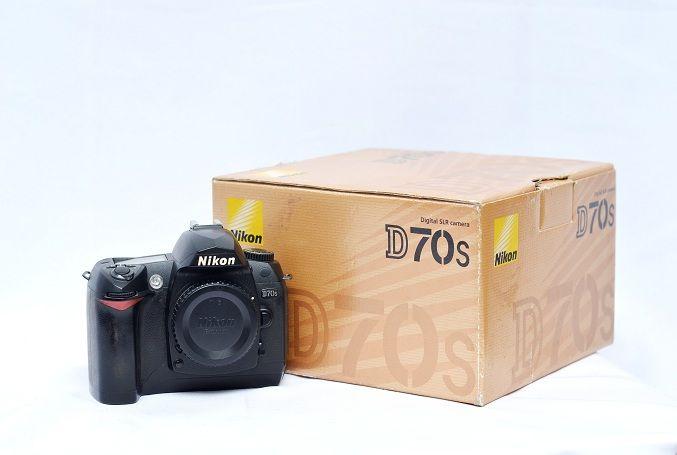 Jual Kamera DSLR Second – Nikon D70s Fullset: Kamera DSLR Second - Nikon D70s Fullset Harga: Rp. 1.650.000,- (Ready Stok)