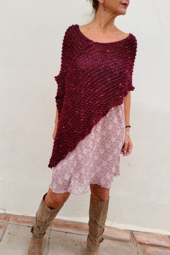 Asimetrical poncho, beautiful red wine color.por EstherTg