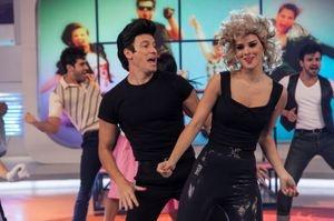 Rodrigo Faro dividirá programa com mulher na estreia aos domingos - Vera Viel assumirá o comando da atração após o quadro 'Dança Gatinho' enquanto o marido recupera o fôlego