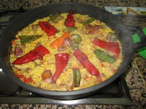 """En mi pueblo se llama """"arròs apart del puchero"""" para distinguirlo del """"arròs dins del puchero"""" en el que no hay sofrito, sólo se ñade el arroz al caldo. Este es un arroz sec…"""