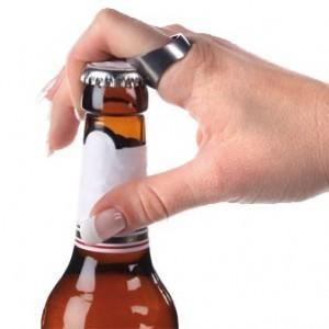 Toujours plus pratique, la bague décapsuleur peut sauver un homme d'une mort certaine de déshydratation !