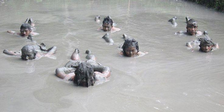 泥まみれになるヨガと格闘技がバリで人気沸騰中!