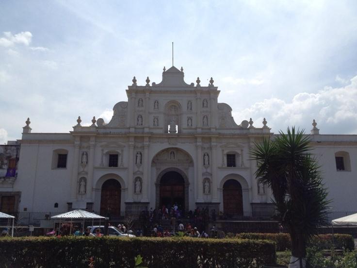 Catedral de la Antigua conserva aún su diseño colonial y posee imágenes de la época de la colonia