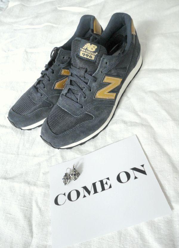 ☆ Pour le gris, il est sublime.... Une paire magnifiquement simple et confort. Une paire foncée, sobre... ou carrément jaune !