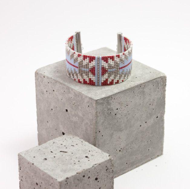 Bracelet tissé en perles miyuki / Perles argentées en plaquées Argent 925   Bracelet 100% fait à la main en France !!  ► DESCRIPTION   Longueur du bracelet : entre 13 et 14 cm de tissage + 5...