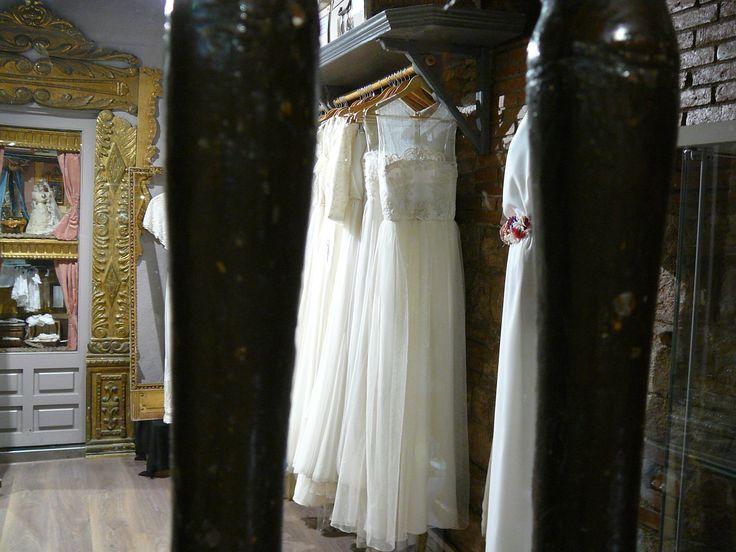 Conseguiremos un vestido de novia maravilloso, danos un presupuesto y a probártelos!