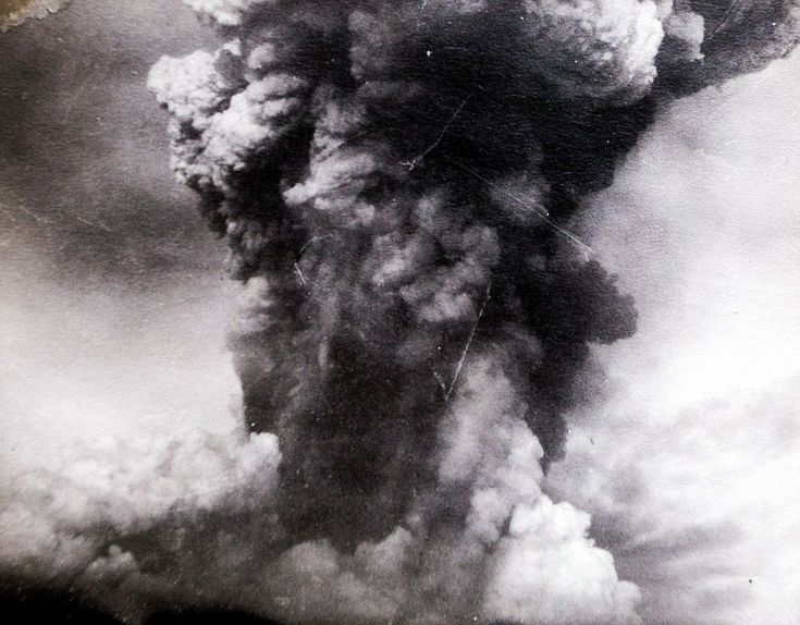 Unique photographs taken by WWI sailor show the biggest manmade explosion in history when two warships crashed into each other Read more: http://www.dailymail.co.uk/news/article-2841066/ During the incident, the SS Mont-Blanc - a ship from France fully loaded with wartime explosives - collided with SS Imo from Norway