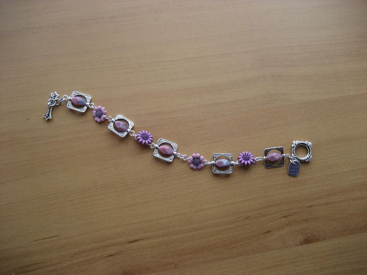 This design uses flower buttons and other beads framed by metal frame beads.