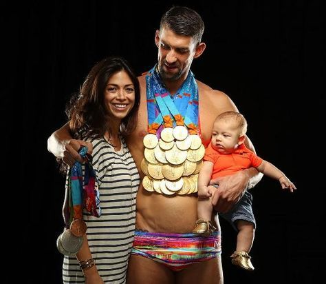 ArmanikEdu: Photo:Michael Phelps poses with his wife, son and ...
