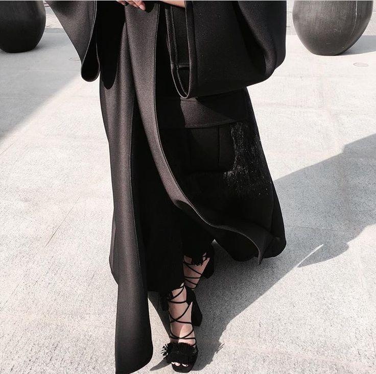 IG: Hinds.Lounge || IG: BeautiifulinBlack || Modern Abaya Fashion ||