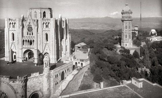 Esglesia i torre de les aigues.