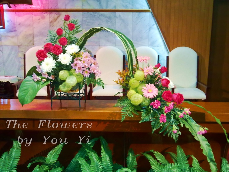 The small arch-shaped flower arrangement.