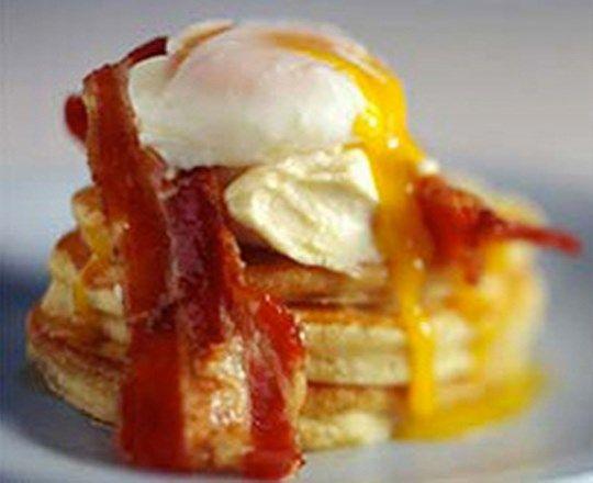 Egg and Bacon Blinis | PHILADELPHIA #recipes