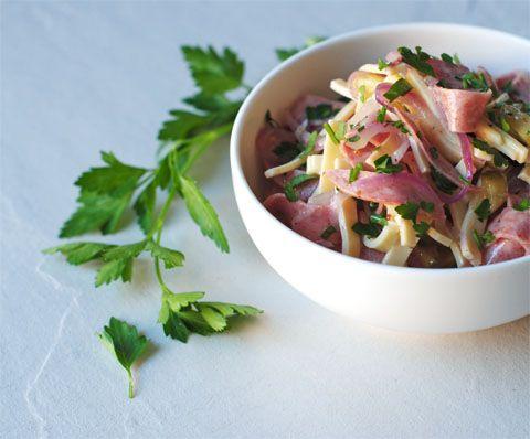 Duitse worst-kaas salade