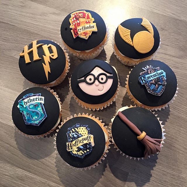 Everything You Need For a Magical Harry Potter Halloween Party Don't Hold Back on Decorating You can try having your guests decorate their own cupcakes and desserts or do it yourself!