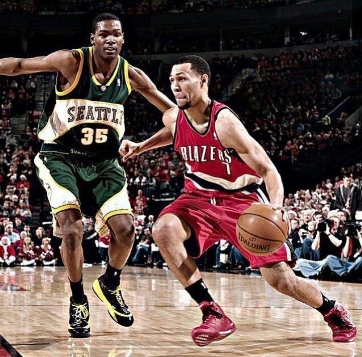 Kevin Durant guarding Brandon Roy