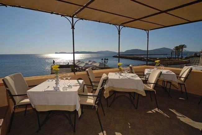 Nightlife in Sardinia, Italy http://www.hotelsinsardinia.org/holidays/nightlife/restaurant-bar/