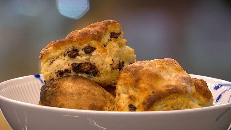 Tre slags scones: chokolade, urter og ost, citroncreme   Mad