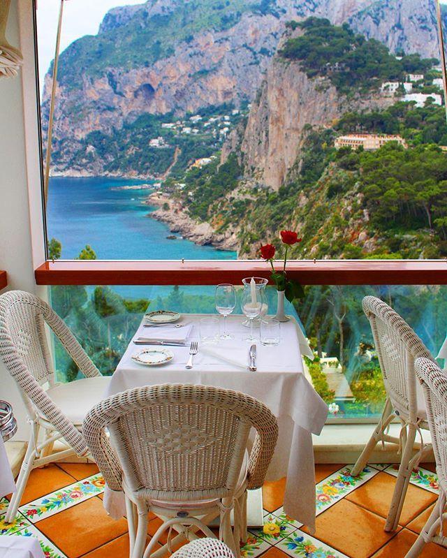 """🇮🇹 #Pranzo vista Mare nell'incantevole cornice di #Capri visita il nostro sito: www.imperatore.it """"Il Piacere di Viaggiare"""" ✈️"""