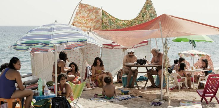 """Dal film """"Via Castellana Bandiera"""" di Emma Dante : la famiglia Calafiore al mare"""