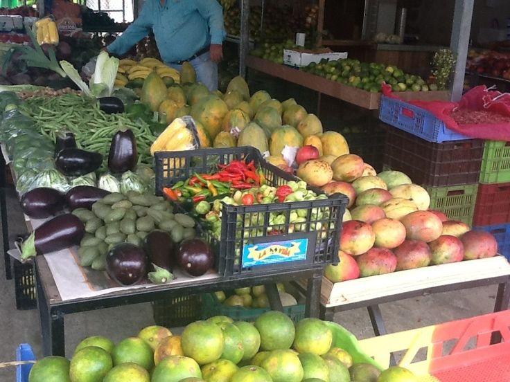 Local curb market in Playa Jaco, Costa Rica. www.rawtropicalliving.com