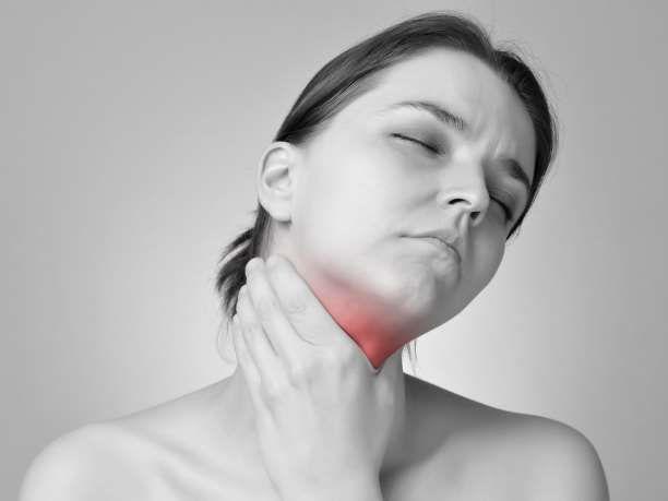 6 φυσικοί τρόποι αντιμετώπισης του πονόλαιμου
