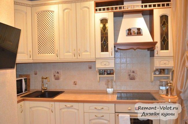 """Дизайн светлой классической кухни """"ЗОВ"""" с диваном в Москве (14 фото + цена)"""
