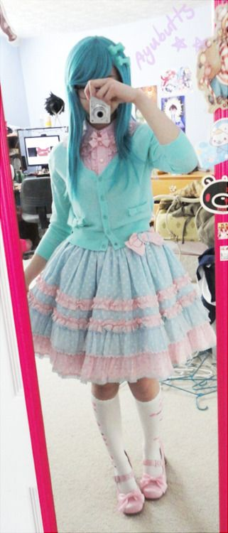 Ayubutts in a sweet lolita coord - let me tell you about how this is the cutest outfit ever.