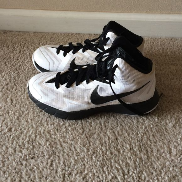 Nike Youth basketball shoes size 5 1/2 Nike youth basketball shoes size 5 1/2.  Worn last season for basketball.  Never off the court. Nike Shoes Athletic Shoes