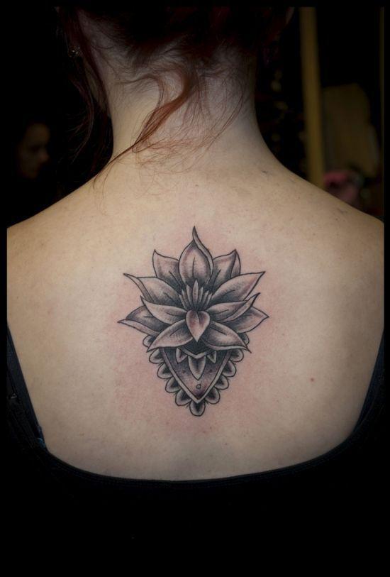 Henna+lotus+tattoo+on+back