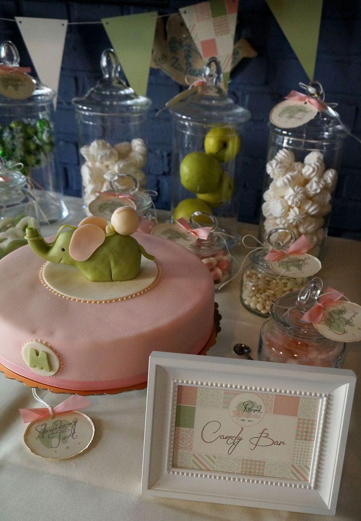 Wypożyczenie i dekoracja Candy Bar na pierwsze urodzinki w pastelowych kolorach.