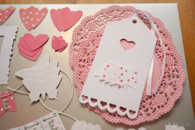 Taufalbum-Babyalbum-Mädchen-rosa-Bastelpaket-Bastel-Kit-Embellishment-Set-Tags-Journaling-Bordüren-Rahmen-Herzen-Schmetterlinge-Fahne-Girlande-Namen-DoiliesAnhänger