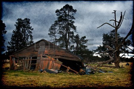 grungy old building on his farm is falling down Stock Photo