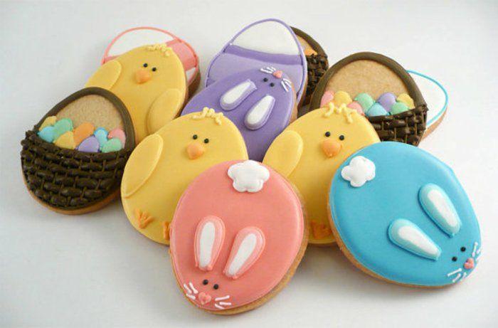 idée-comment-faire-un-glacage-pour-les-sablés-de-paques-dessert-de-paques-décoration-panier-lapin-de-paques-poussin-motifs-printemps-paques-multicolores
